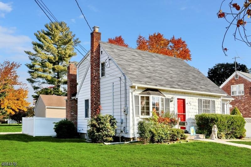 Частный односемейный дом для того Продажа на 92 SHERWOOD Dumont, Нью-Джерси 07628 Соединенные Штаты