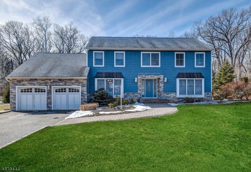 Частный односемейный дом для того Продажа на 65 FOREST WAY Hanover, Нью-Джерси 07950 Соединенные Штаты