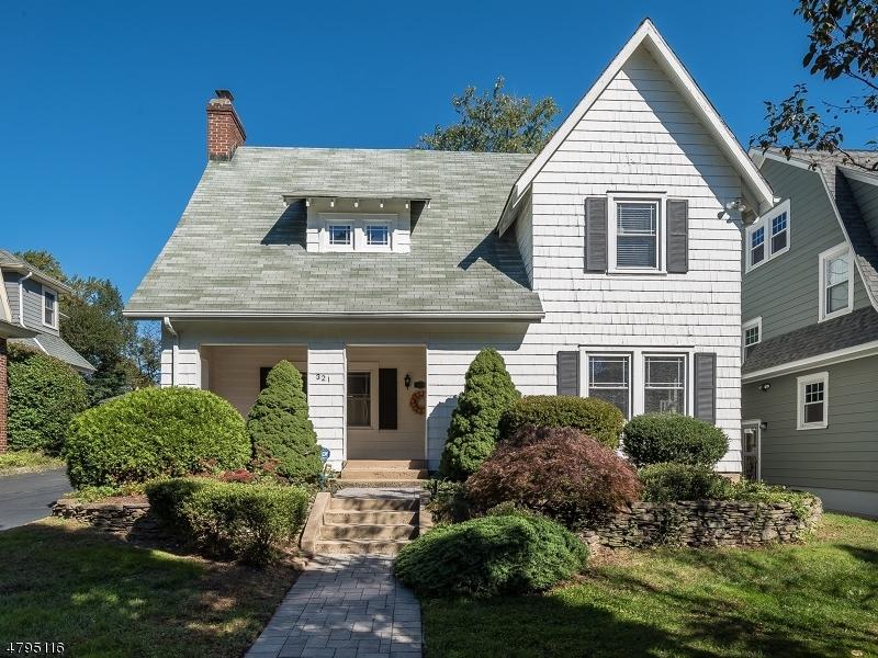 Maison unifamiliale pour l Vente à 321 Maolis Avenue Glen Ridge, New Jersey 07028 États-Unis