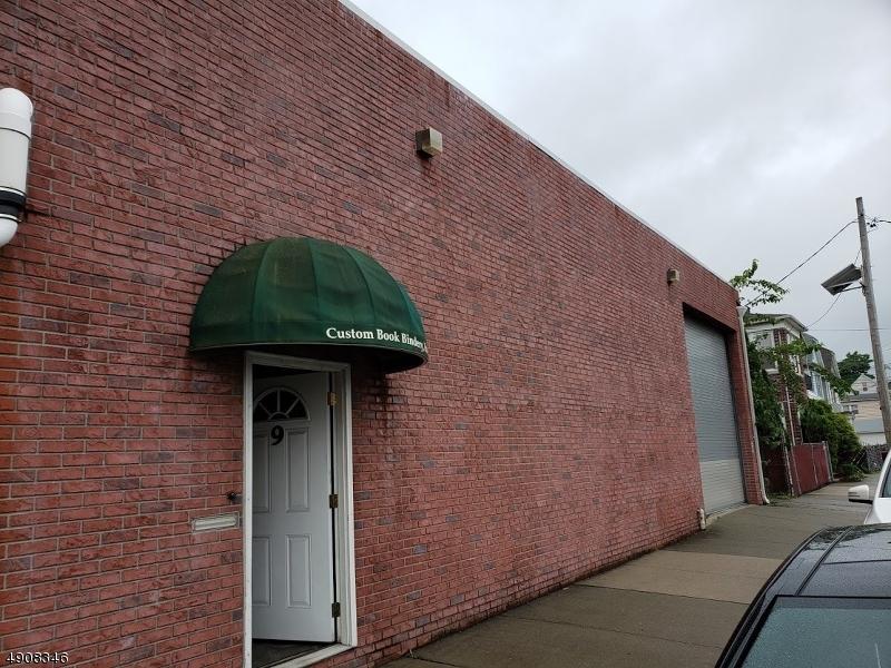 Commercial pour l Vente à Clifton, New Jersey 07011 États-Unis