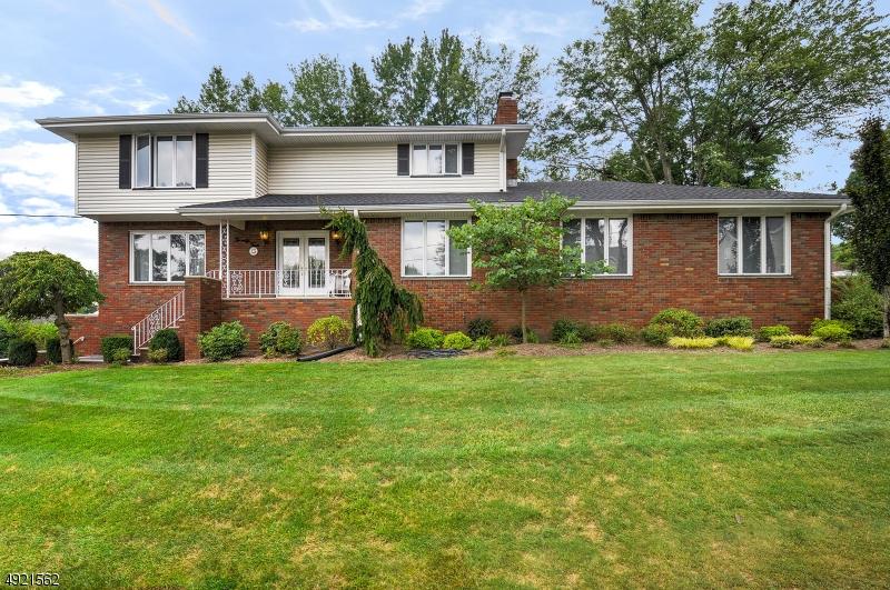 Single Family Homes para Venda às Totowa, Nova Jersey 07512 Estados Unidos