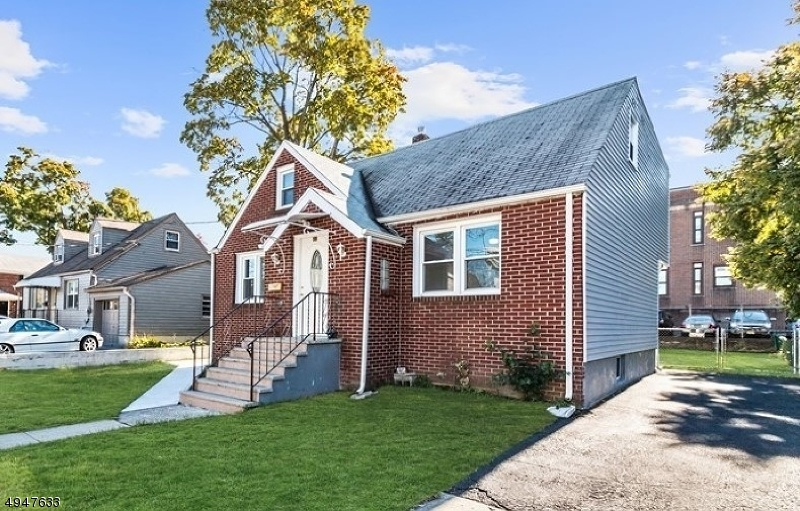 Single Family Homes pour l Vente à Garfield, New Jersey 07026 États-Unis