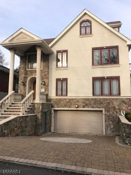 Single Family Homes por un Venta en Cliffside Park, Nueva Jersey 07010 Estados Unidos