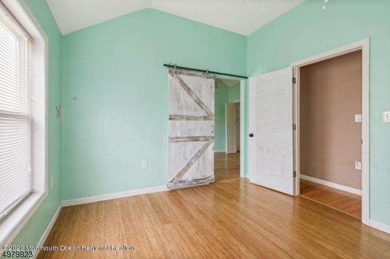 Single Family Homes para Venda às Aberdeen, Nova Jersey 07747 Estados Unidos