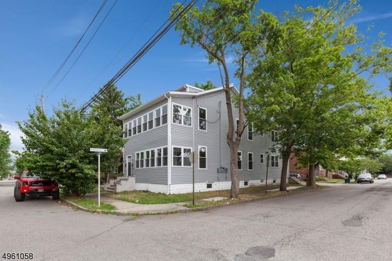 Multi-Family Homes için Satış at Belleville, New Jersey 07109 Amerika Birleşik Devletleri