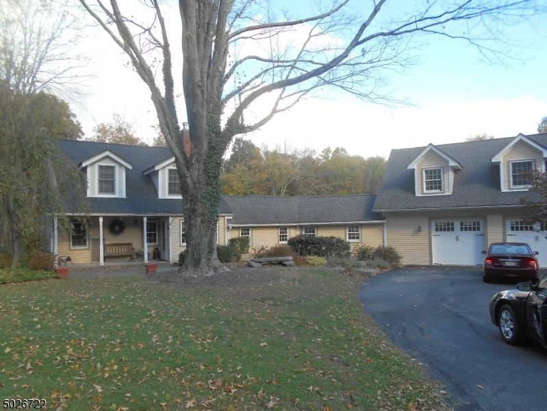 Single Family Homes pour l Vente à Stillwater, New Jersey 07825 États-Unis