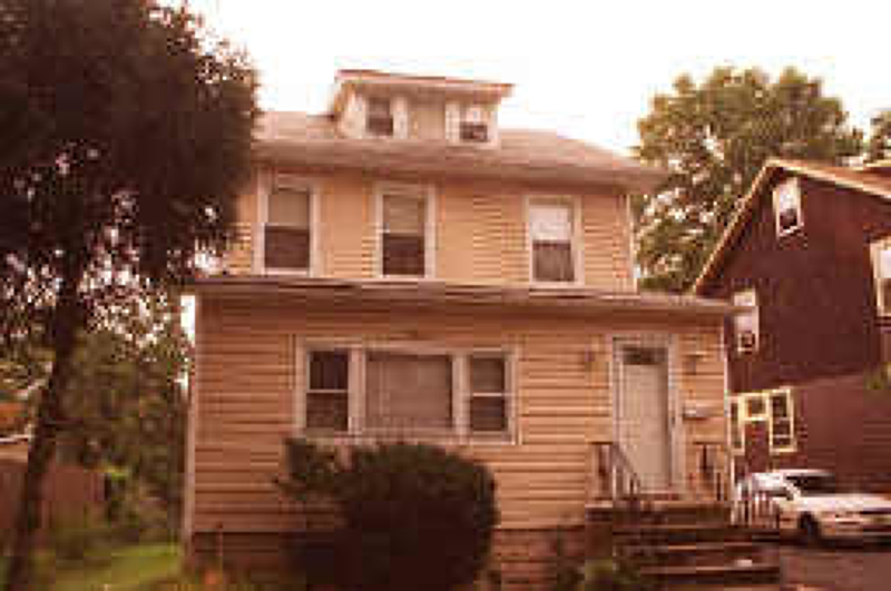 Additional photo for property listing at 654 E 3rd Avenue  Roselle, Нью-Джерси 07203 Соединенные Штаты