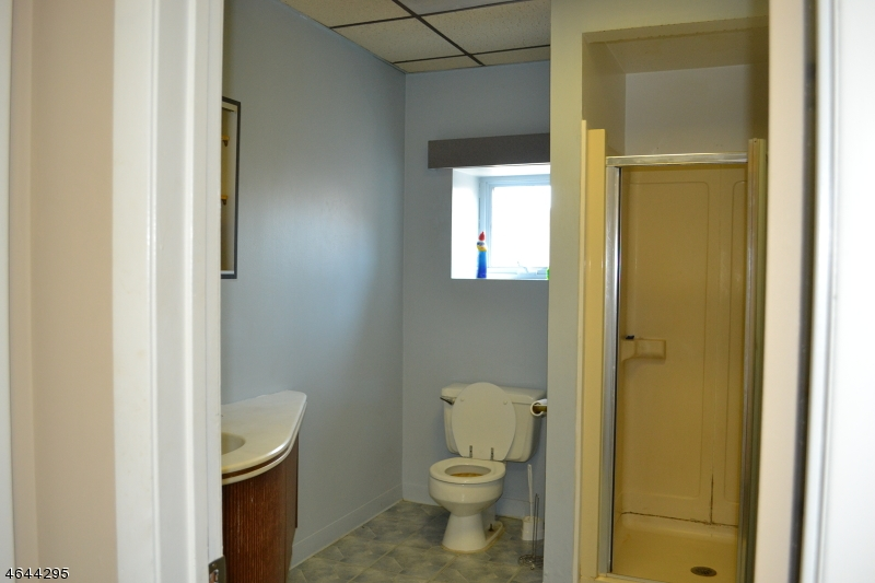 Additional photo for property listing at 720 LINCOLN BLVD  Middlesex, Nueva Jersey 08846 Estados Unidos