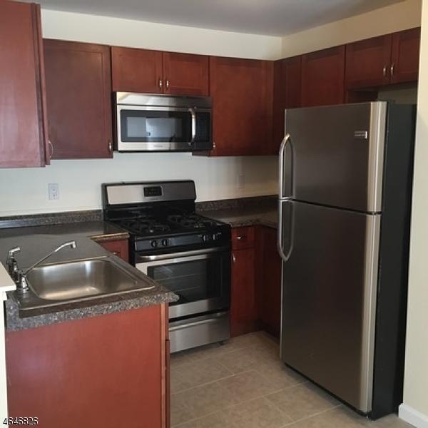 Частный односемейный дом для того Аренда на 151 William Street East Orange, Нью-Джерси 07017 Соединенные Штаты