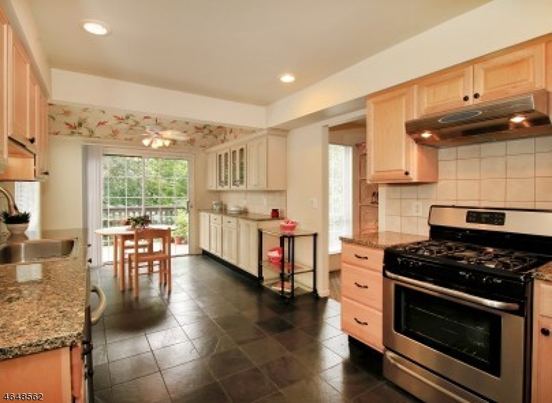 Additional photo for property listing at 3 Tomahawk Drive  Wayne, New Jersey 07470 United States