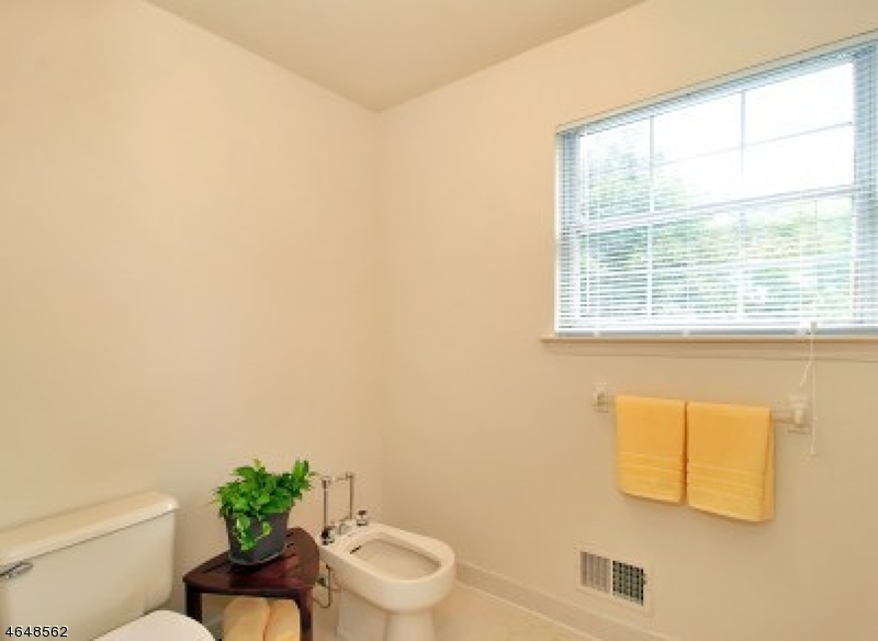 Additional photo for property listing at 3 Tomahawk Drive  Wayne, New Jersey 07470 États-Unis