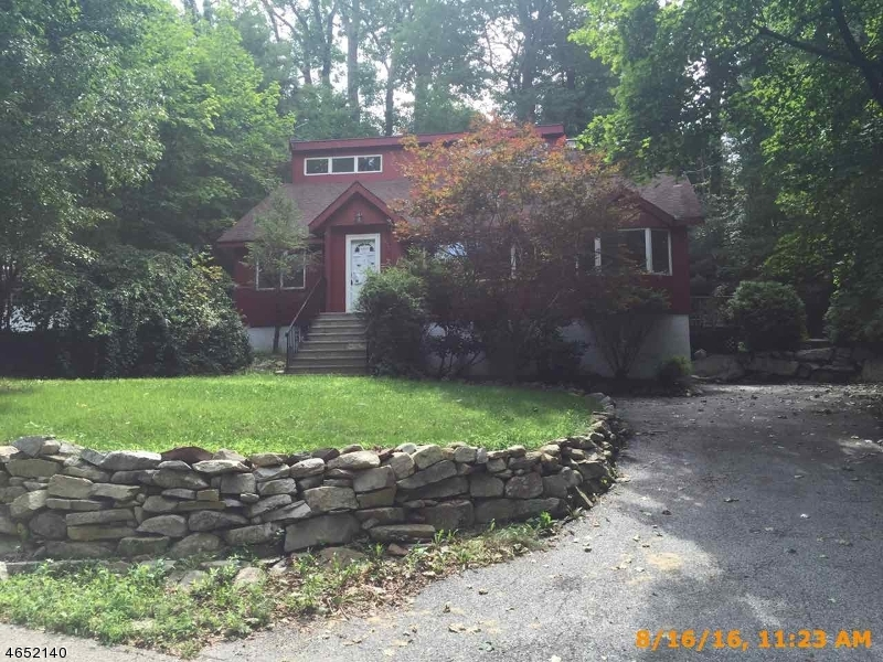 Single Family Home for Sale at 1070 Lakeside Dr E Highland Lakes, New Jersey 07422 United States