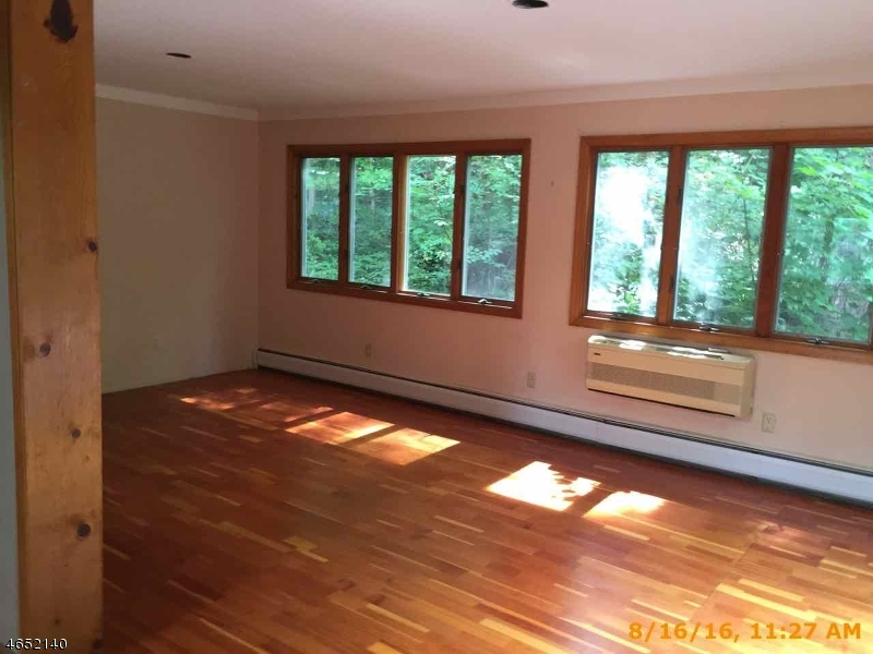 Additional photo for property listing at 1070 Lakeside Dr E  Highland Lakes, New Jersey 07422 United States
