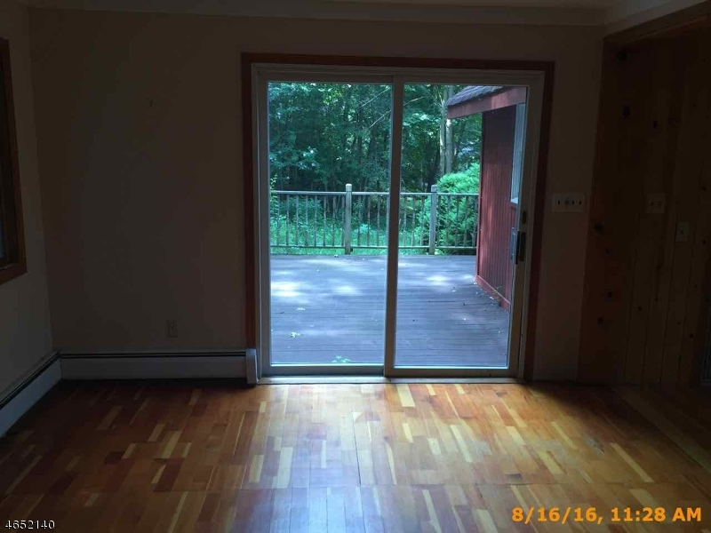 Additional photo for property listing at 1070 Lakeside Dr E  Highland Lakes, 新泽西州 07422 美国