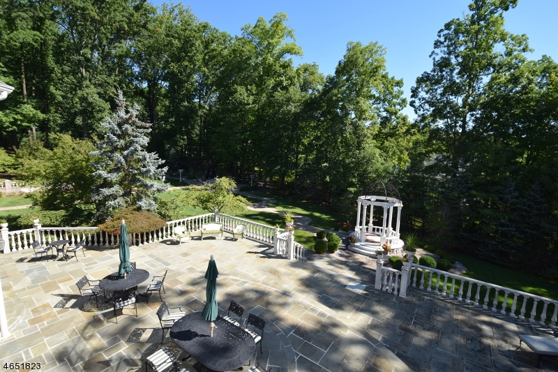 Additional photo for property listing at 18 Quail Run  Warren, Нью-Джерси 07059 Соединенные Штаты