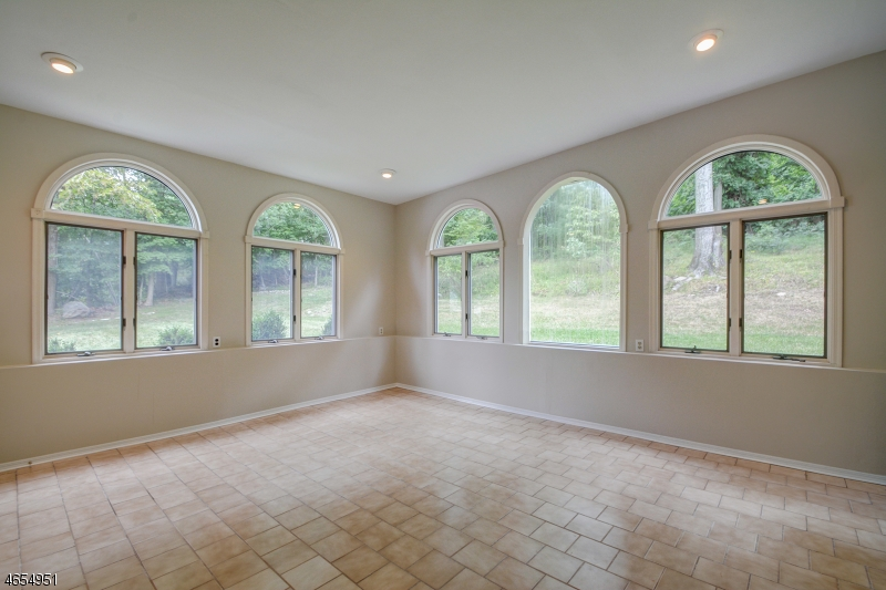 Additional photo for property listing at 21 Forest Street  Livingston, Nueva Jersey 07039 Estados Unidos