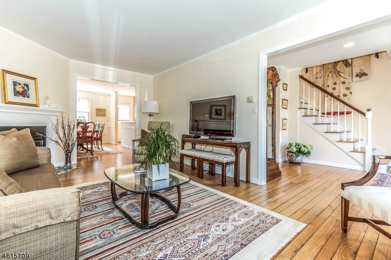 Additional photo for property listing at 9 Cowperthwaite Sq  Westfield, New Jersey 07090 États-Unis