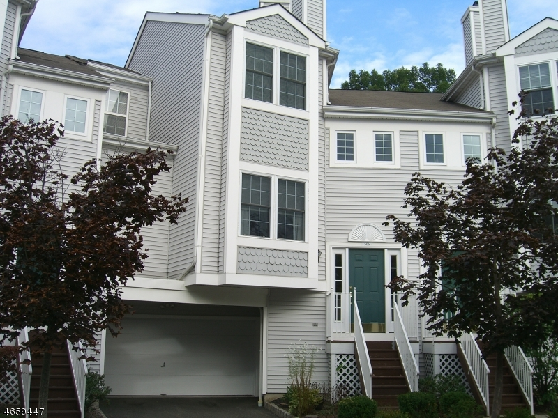 Частный односемейный дом для того Продажа на 506 CHANDLER LANE Whippany, 07981 Соединенные Штаты