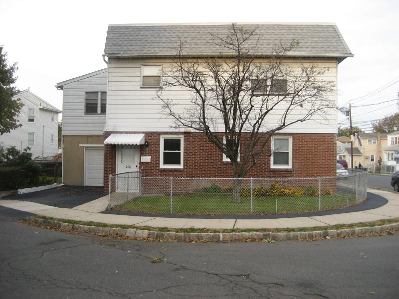 Частный односемейный дом для того Аренда на 1206 Broadway Hillside, Нью-Джерси 07205 Соединенные Штаты