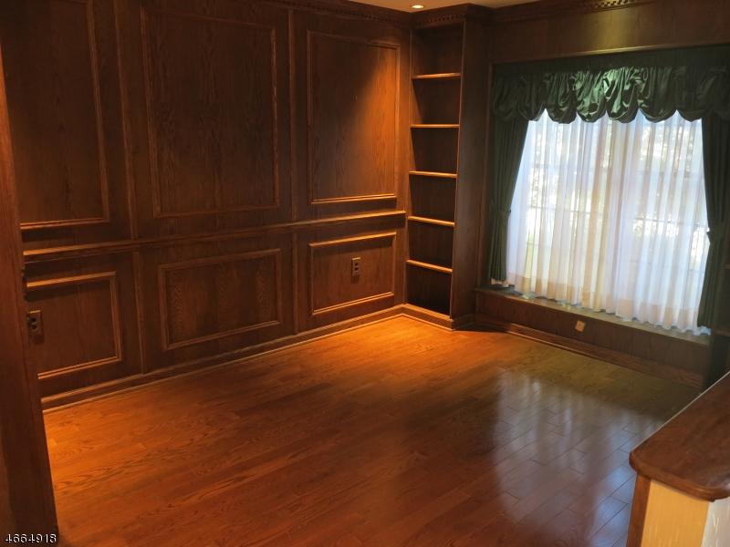 Maison unifamiliale pour l Vente à 208 Goldfinch Court Hackettstown, New Jersey 07840 États-Unis