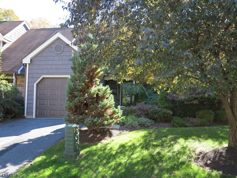 Additional photo for property listing at 208 Goldfinch Court  Hackettstown, New Jersey 07840 United States