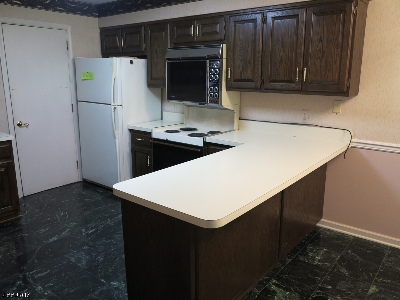 Additional photo for property listing at 208 Goldfinch Court  Hackettstown, New Jersey 07840 États-Unis