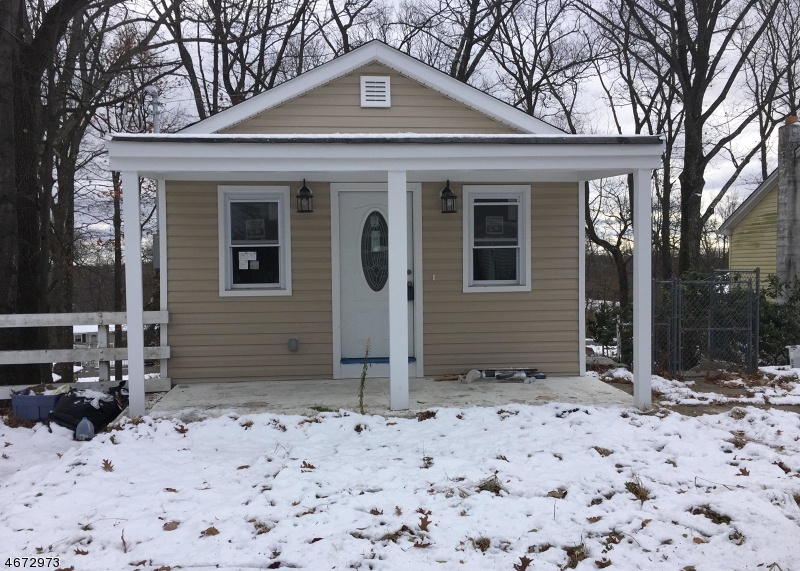 Single Family Home for Rent at 635 Brooklyn Mountain Road Hopatcong, New Jersey 07843 United States