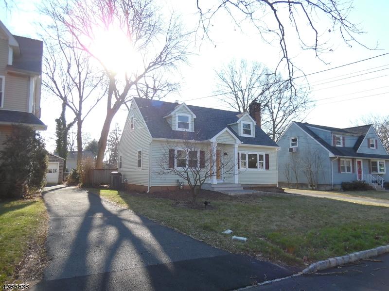 Частный односемейный дом для того Продажа на 8 MacLennan Place Fanwood, 07023 Соединенные Штаты
