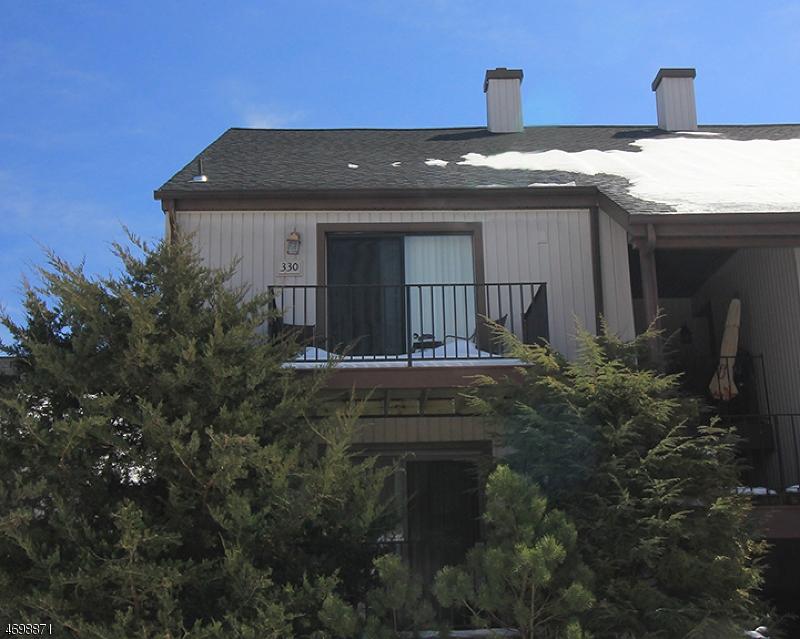 Частный односемейный дом для того Аренда на 17330 Aspen Court Stanhope, Нью-Джерси 07874 Соединенные Штаты