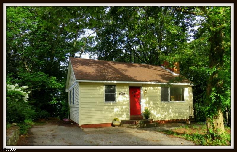 独户住宅 为 销售 在 587 Dell Road Landing, 07850 美国