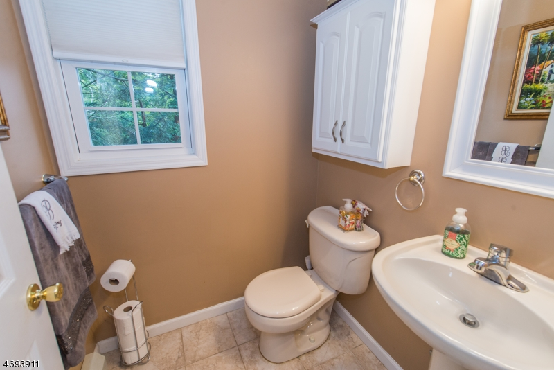Additional photo for property listing at 221 Point Breeze Drive  West Milford, New Jersey 07421 United States