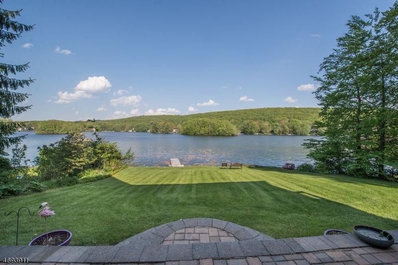 独户住宅 为 销售 在 221 Point Breeze Drive 西米尔福德, 新泽西州 07421 美国