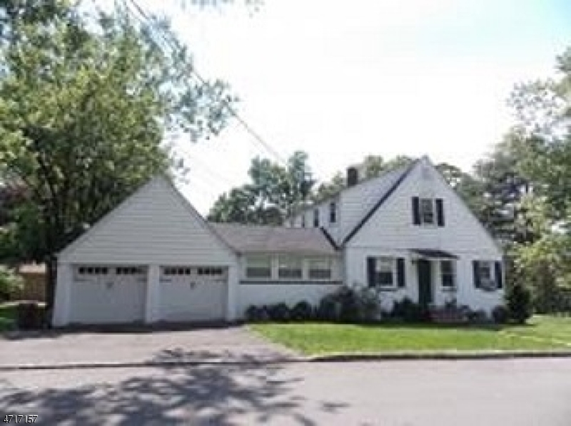 Single Family Home for Rent at 2 Honeyman Place Berkeley Heights, New Jersey 07922 United States