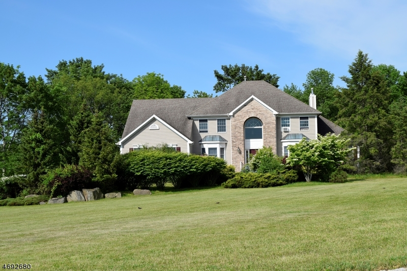 Single Family Home for Sale at 10 Terrill Drive 10 Terrill Drive Tewksbury Township, New Jersey 07830 United States