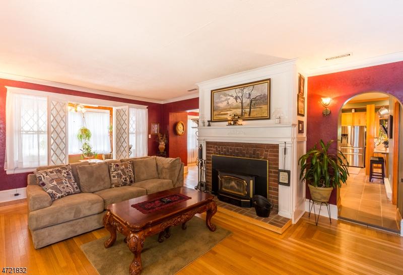 独户住宅 为 销售 在 12 Linden Avenue 斯坦霍普, 新泽西州 07874 美国