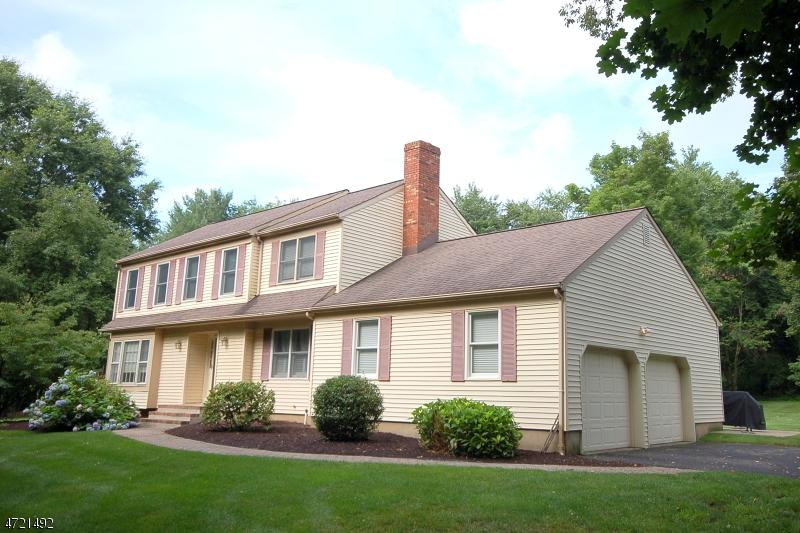 Maison unifamiliale pour l Vente à 112 Manor Way Pittstown, New Jersey 08867 États-Unis