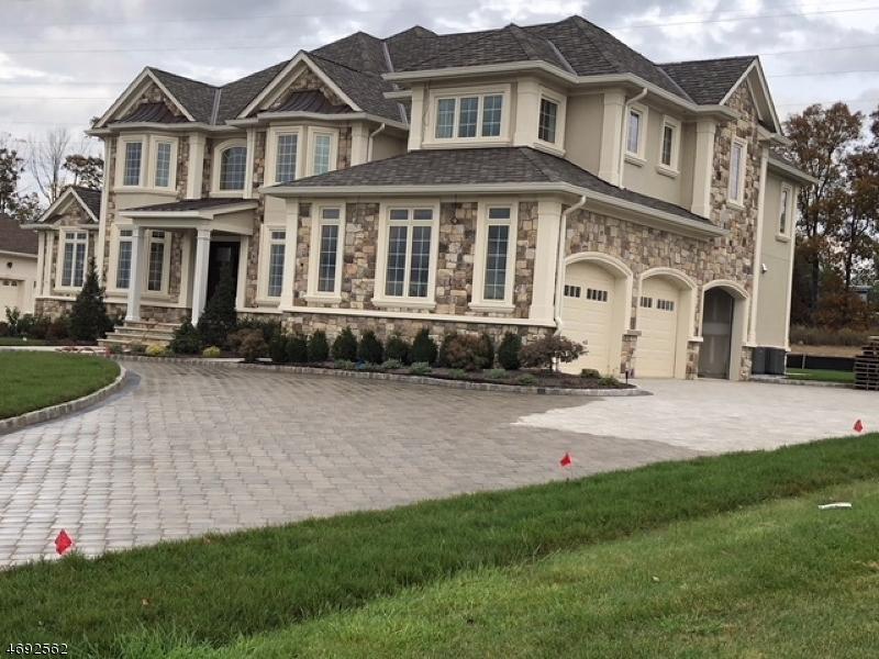 Maison unifamiliale pour l Vente à 65 Lafayette Drive Livingston, New Jersey 07039 États-Unis