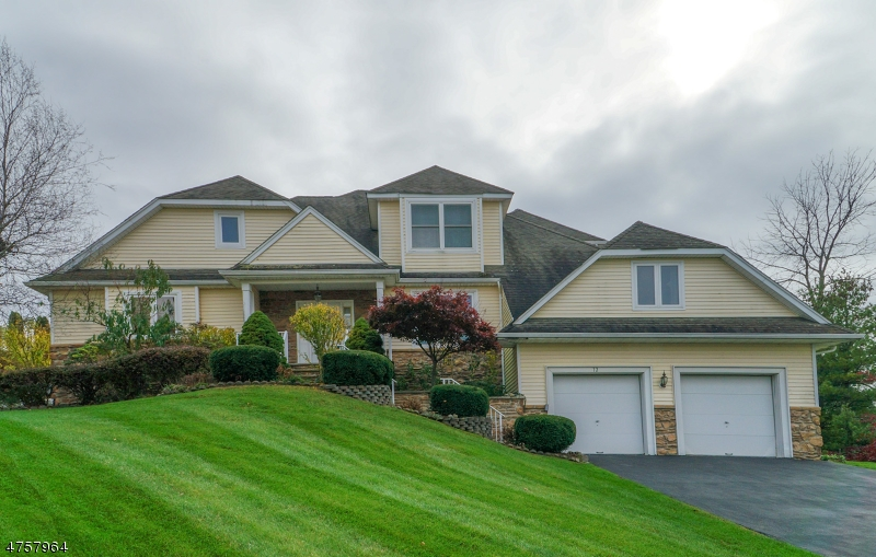 Single Family Home for Sale at 12 Post Oak Court 12 Post Oak Court Hardyston, New Jersey 07419 United States
