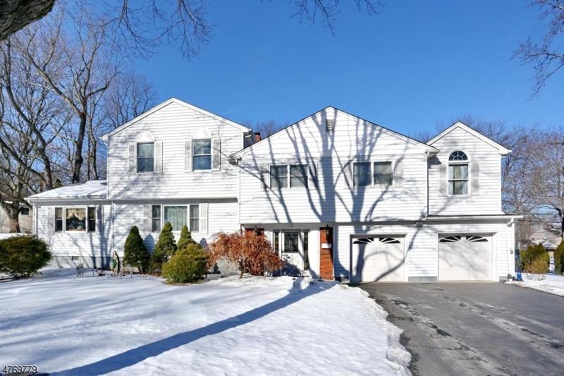 Casa Unifamiliar por un Venta en 118 Midwood Road Paramus, Nueva Jersey 07652 Estados Unidos