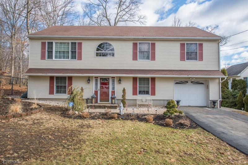 Single Family Home for Sale at 128 Star Lake Road Bloomingdale, New Jersey 07403 United States