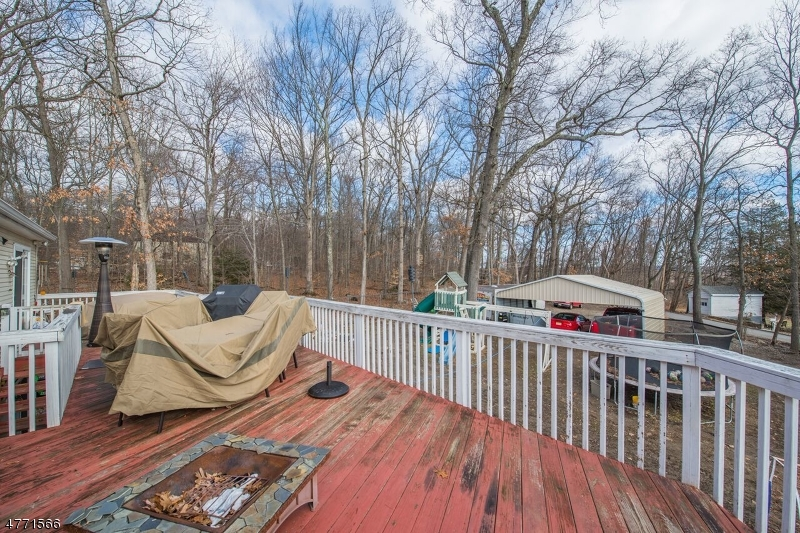 Additional photo for property listing at 128 Star Lake Road  Bloomingdale, New Jersey 07403 Verenigde Staten
