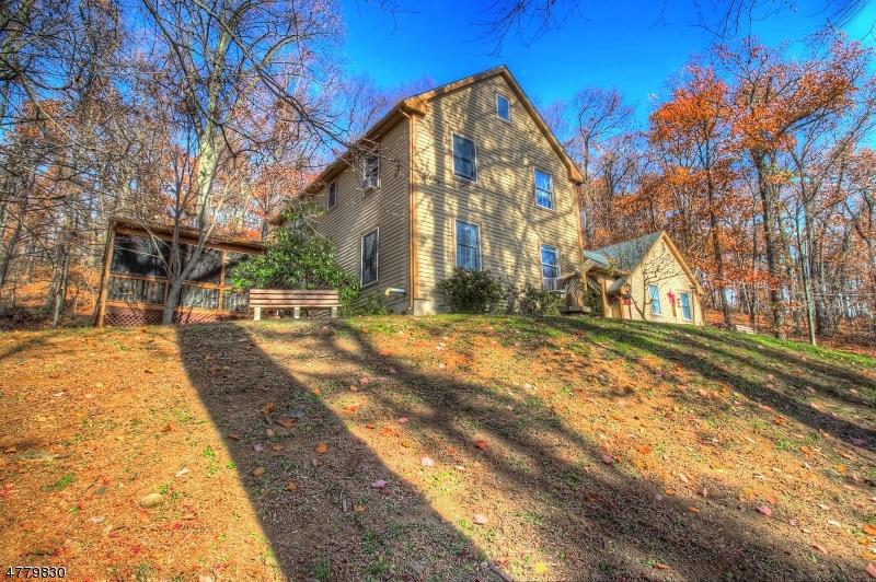 Maison unifamiliale pour l Vente à 92 Sweet Hollow Road Milford, New Jersey 08848 États-Unis