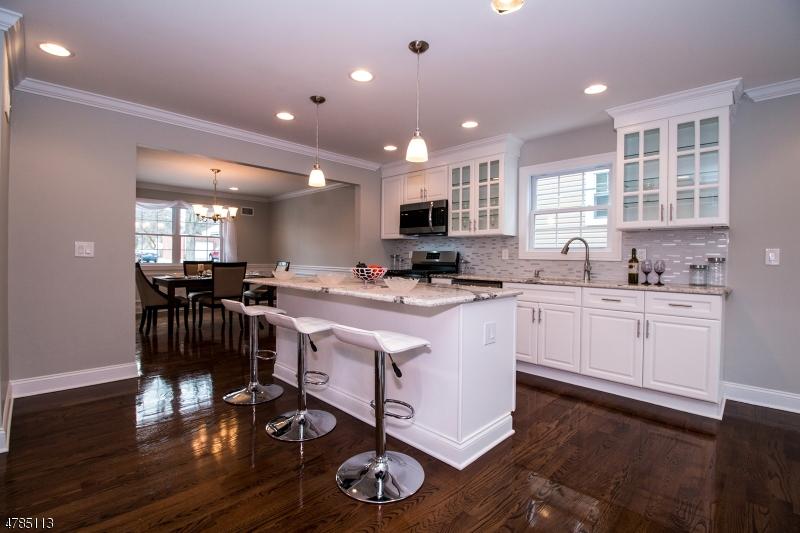 Maison unifamiliale pour l Vente à 41 Joerg Avenue Nutley, New Jersey 07110 États-Unis