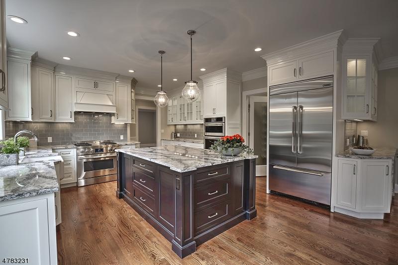 Maison unifamiliale pour l Vente à 2 Fox Hunt Court Far Hills, New Jersey 07931 États-Unis