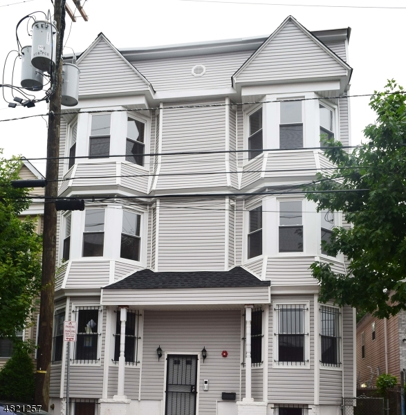 商用 為 出售 在 128 N 13TH Newark, 新澤西州 07107 美國