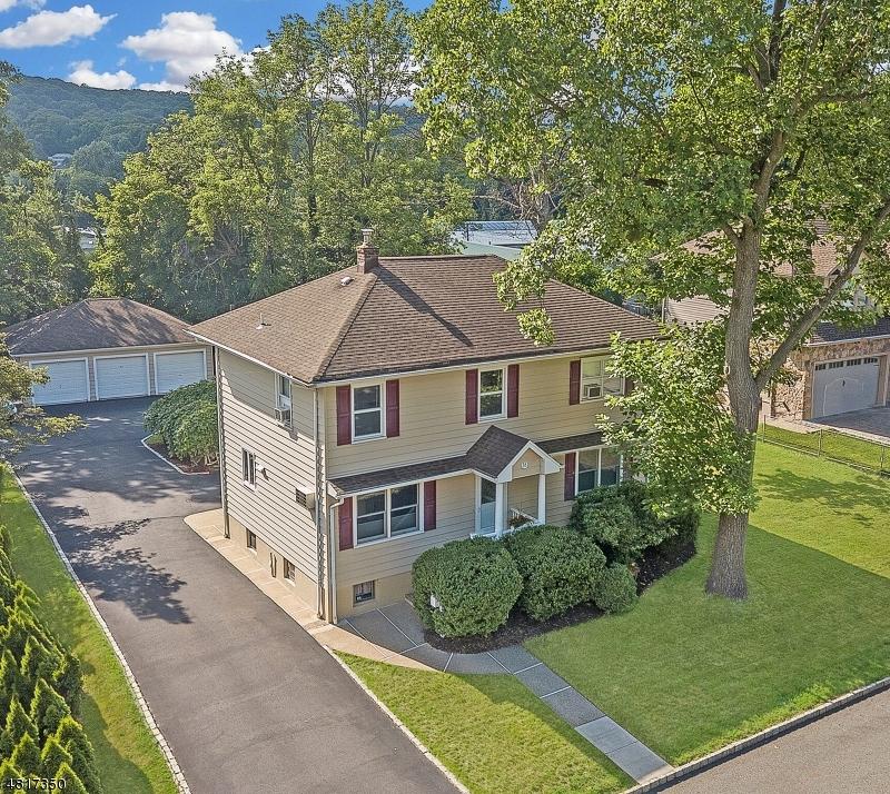 Nhà ở một gia đình vì Bán tại 58 BUENA VISTA Road Cedar Grove, New Jersey 07009 Hoa Kỳ