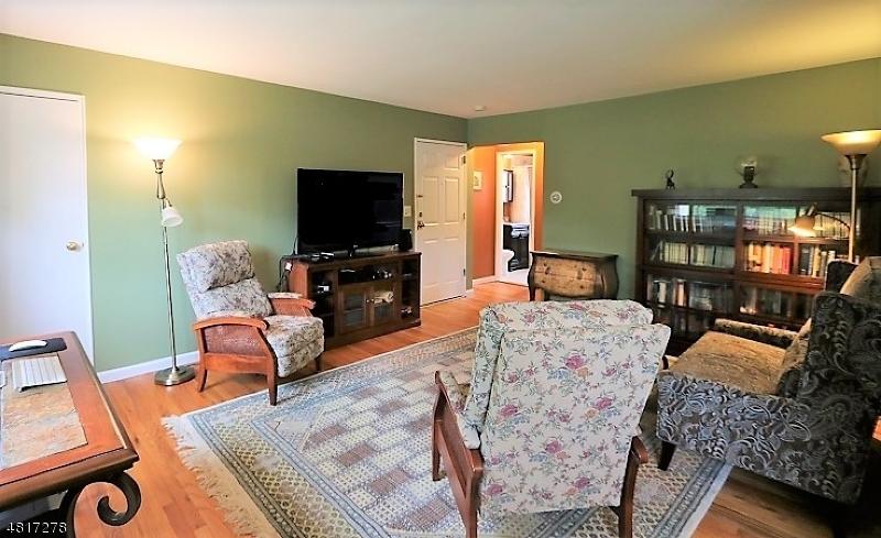 Condo / Townhouse için Kiralama at 19 SAVAGE RD U 6 A Denville, New Jersey 07834 Amerika Birleşik Devletleri