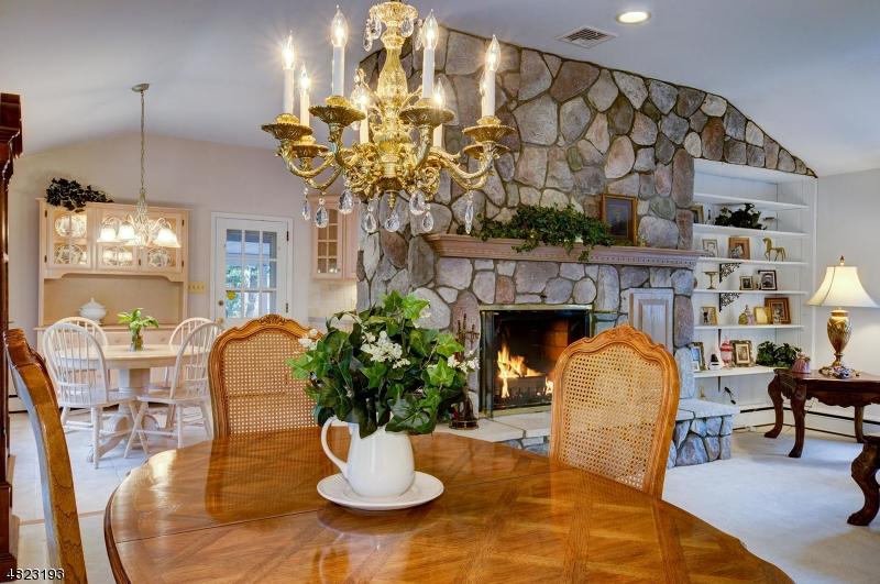 Eensgezinswoning voor Verkoop op 4 OLD LANE HIGHWOOD Franklin, New Jersey 08873 Verenigde Staten