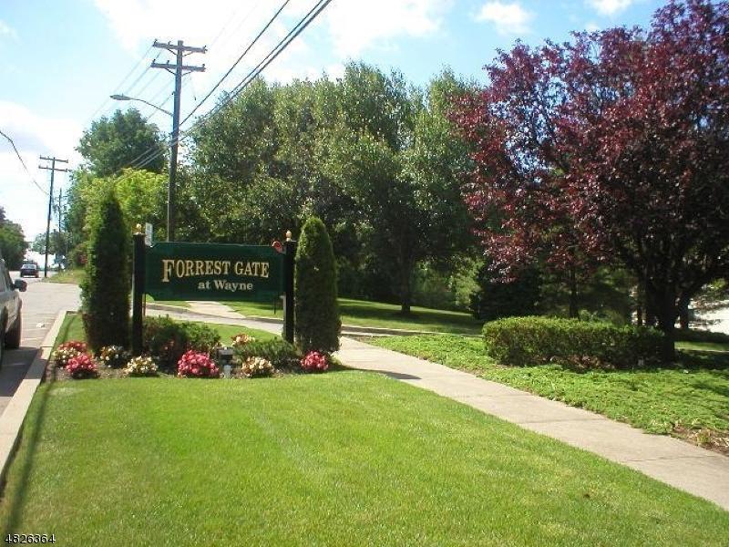 Кондо / дом для того Аренда на 25 BOWFELL Court Wayne, Нью-Джерси 07470 Соединенные Штаты