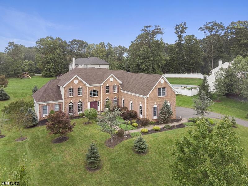 Enfamiljshus för Försäljning vid 7 SOUTHWIND Drive Mount Olive, New Jersey 07836 Usa